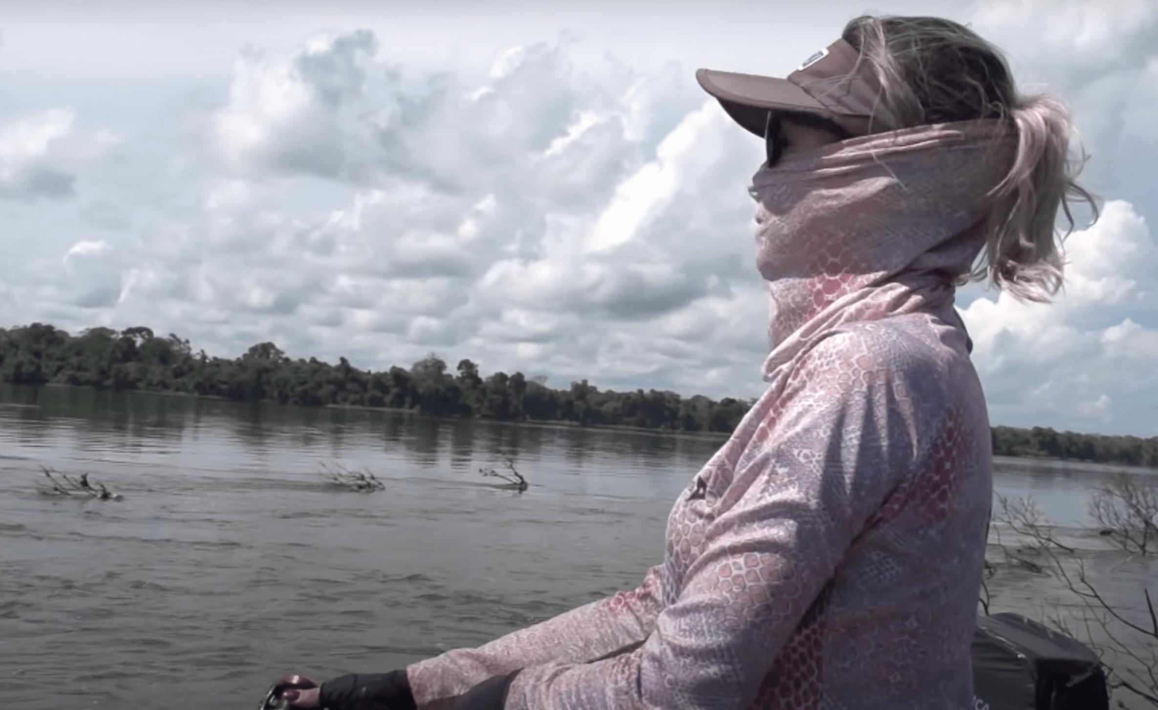 Laís em pescaria na Amazônia