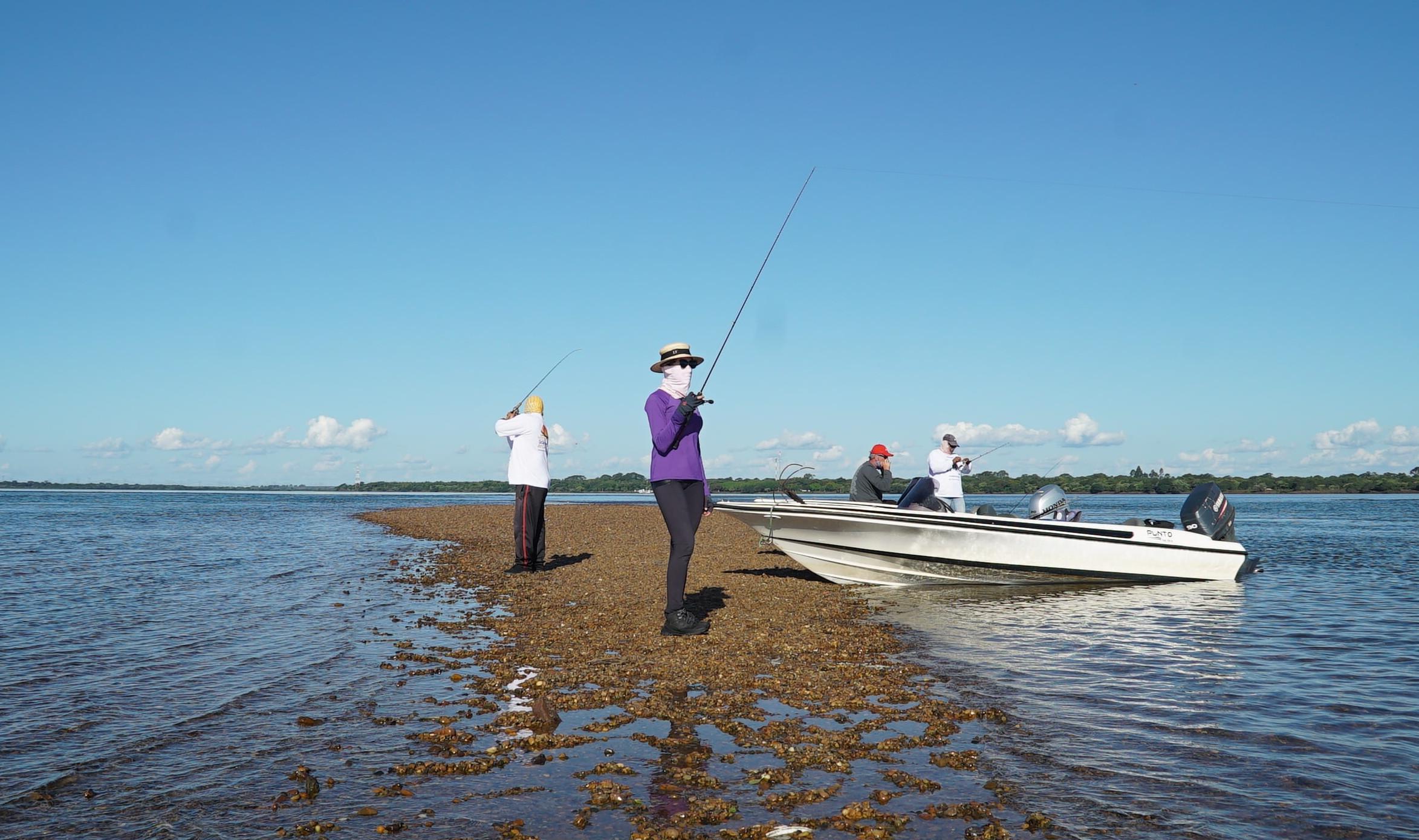 Apresentadora do programa de turismo da Fish TV, Laís mostra os melhores pontos de pesca