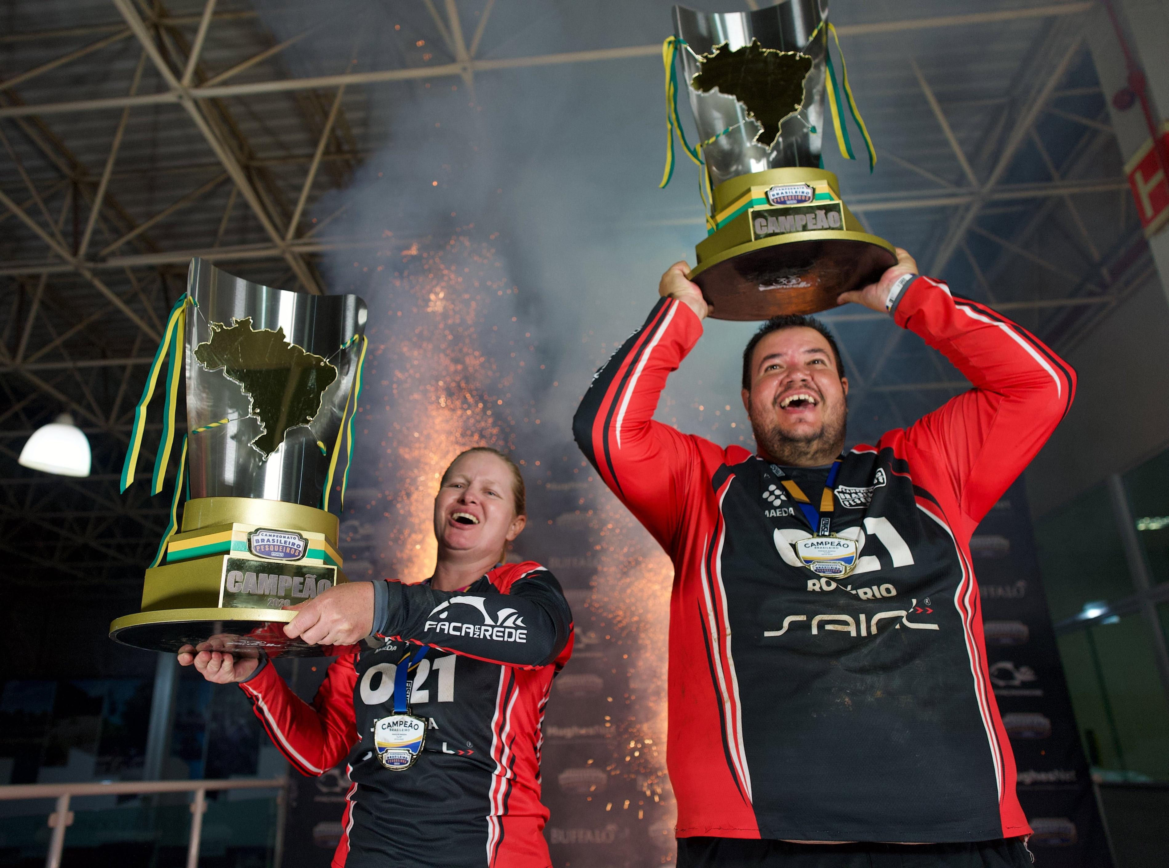 Juliana e Rogério comemoram o título brasileiro