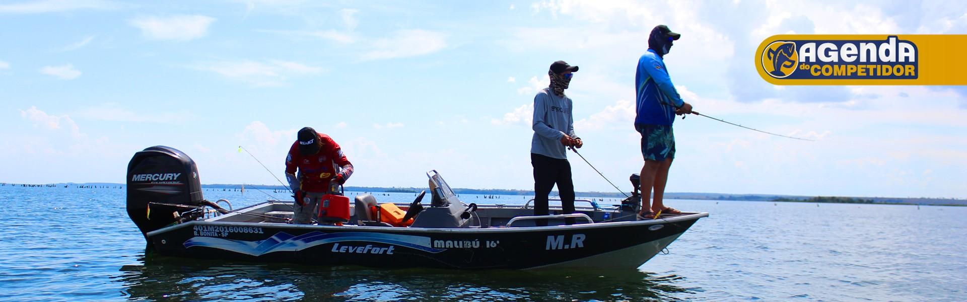 Equipe de pesca esportiva em ação