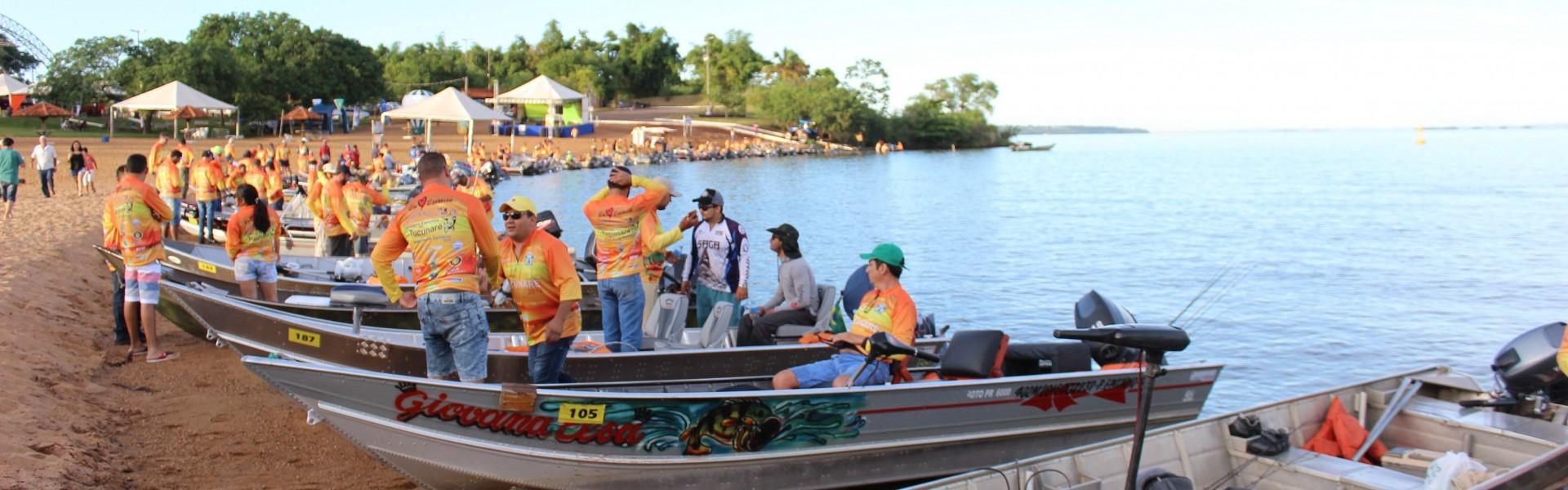 Barcos se preparam para a competição