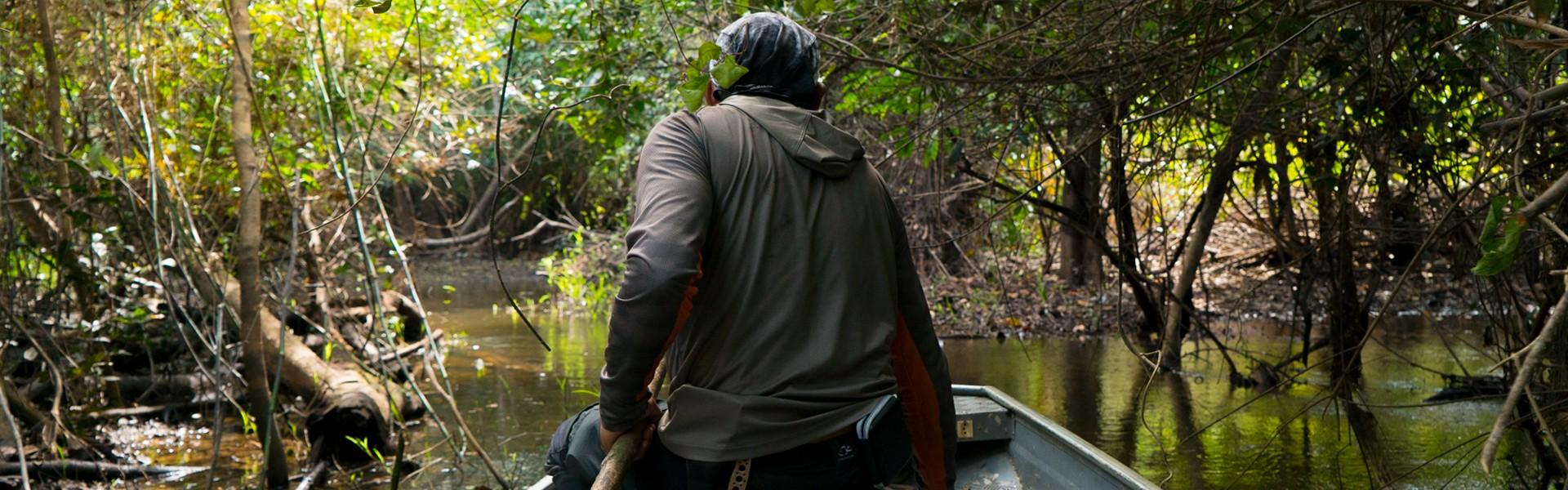 Pescador é mais feliz quando viaja
