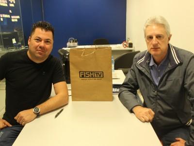 Gustavo e Geraldo em assinatura do contrato