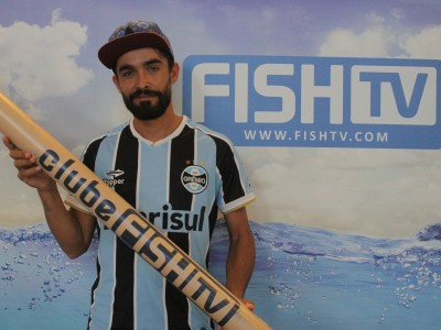 Assinante do Clube Fish TV retira prêmio na sede do canal