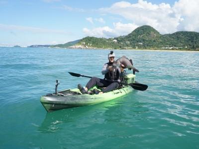 Zinho e o sargo capturado em Porto Belo, Santa Catarina