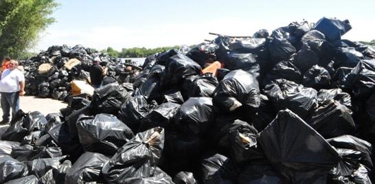 25 toneladas de lixo são recolhidos do Guaíba por pescadores