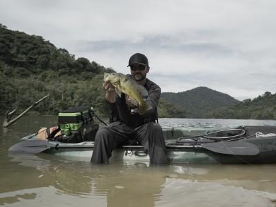 Zinho Sorocabano com tucunaré-amarelo de Juquiá